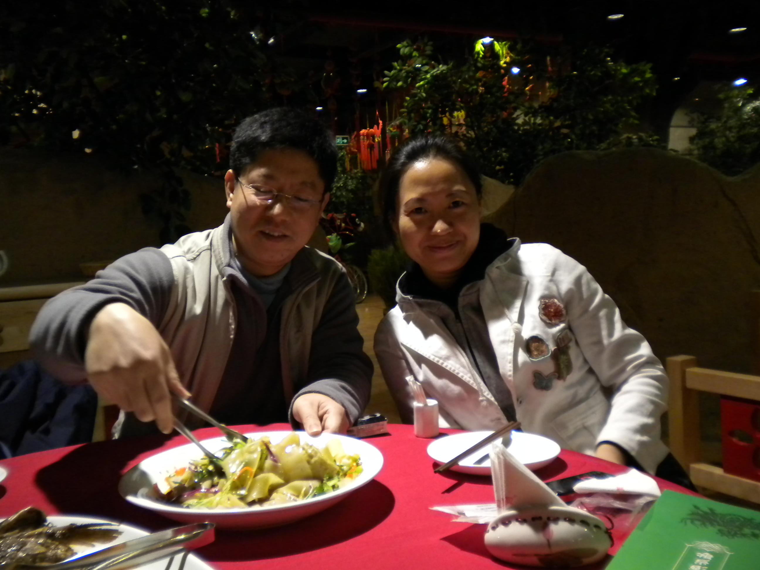 Almoço em um restaurante típico chinês #BD0E29 2592 1944